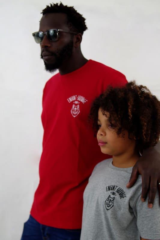 t-shirt-rouge-et-enfant-porte-sport-boutique-en-ligne-streetwear