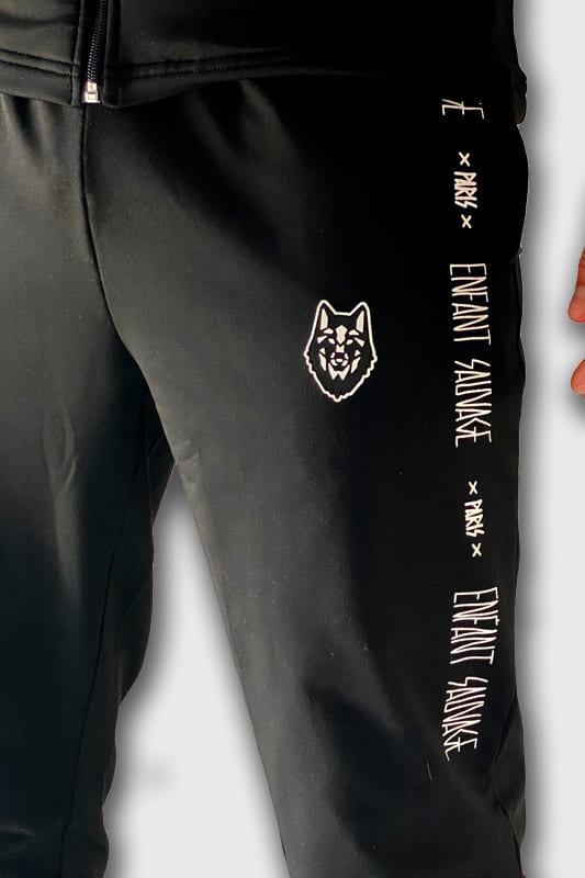 training-bas-enfant-sauvage-vetements-sport-logo-loup-blanc-brode