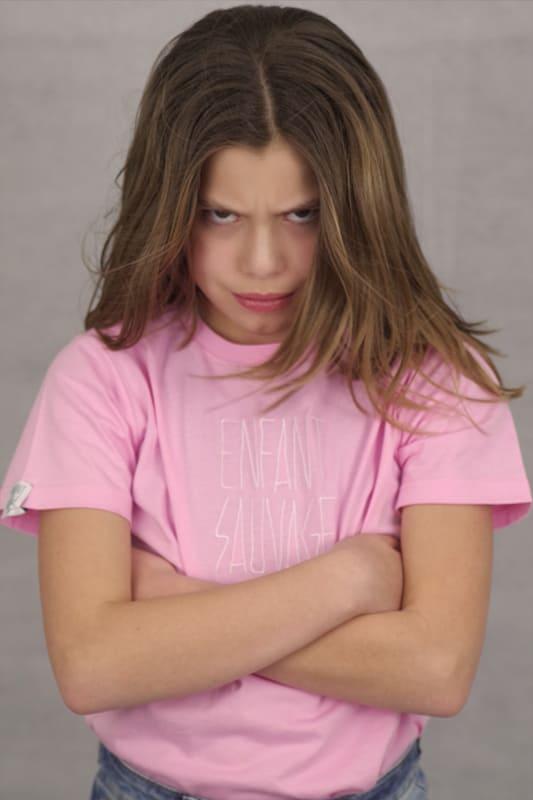 t-shirt-authentique-enfant-sauvage-rose-clara-boutique-streetwear-aux-influences-de-la-rue