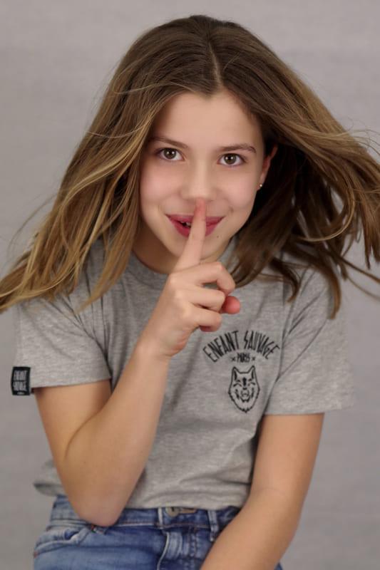 t-shirt-wolf-style-clara-anthracite-enfant-sauvage-rose-clara-boutique-streetwear-aux-influences-de-la-rue